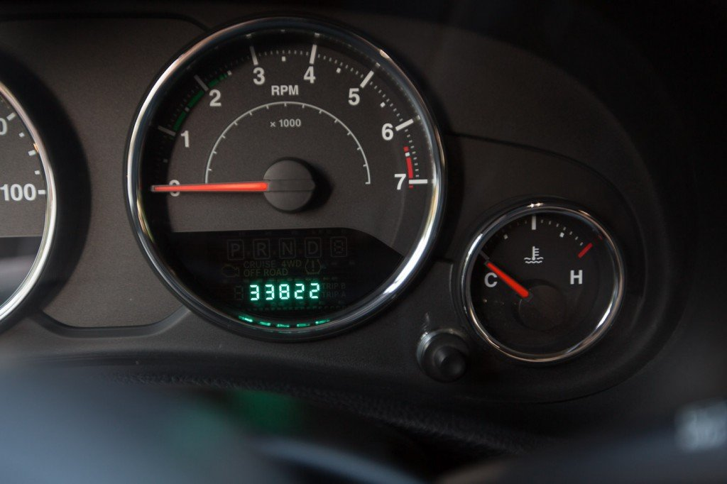 Jeep Wrangler 3 6l Pentastar Engine Oil Change 2012 13
